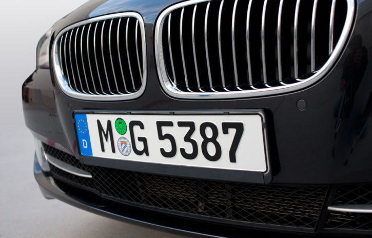 european license plate closeup big 725x464